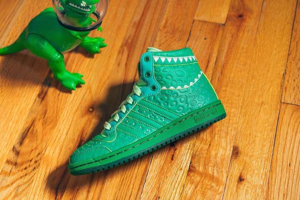 电影与球鞋巧妙融合 adidas x 皮克斯《玩具总动员》联名鞋款正式开售