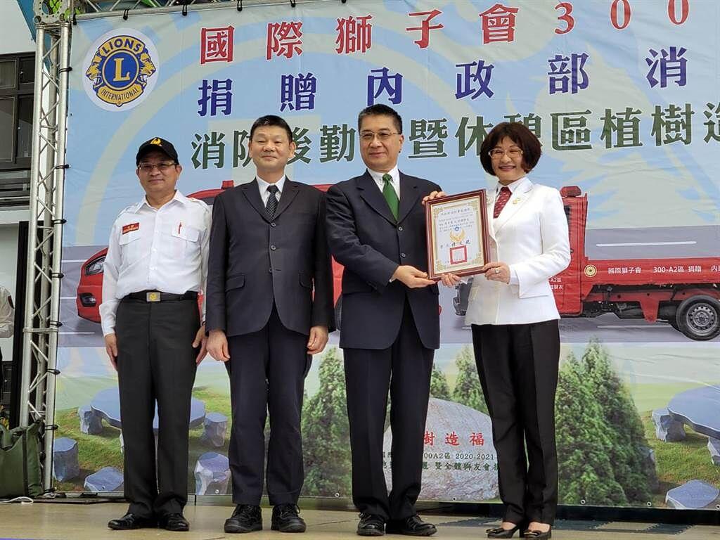 周游号召狮友捐救灾器材 誓言再捐100台救灾车