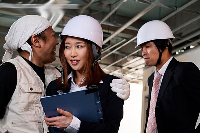 JUY-872 :工作时趁四下无人玩起人妻篠田优的丝袜美臀!