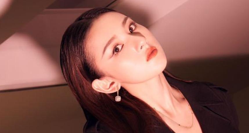 陆女星写真「抄袭EXO伯贤」!「照搬SM浮水印」网傻眼:世界的参差