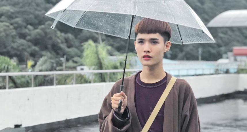 自打脸?! 惊爆锺明轩曾因下雨「放鸟」节目  网:噁心双标仔!