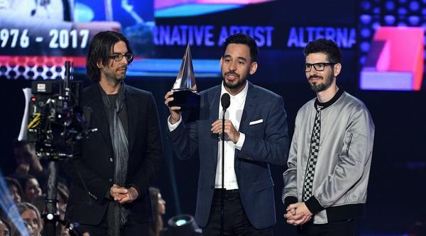 全场向查斯特致敬!「联合公园」获 AMAs 最受欢迎摇滚奖 团长感性致词:献给他的回忆、才华!