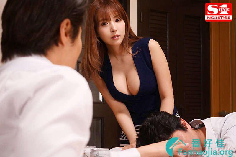 SSNI-703三上悠亜:趁老公烂醉如泥 她躲到被子里偷啃小鲜肉!