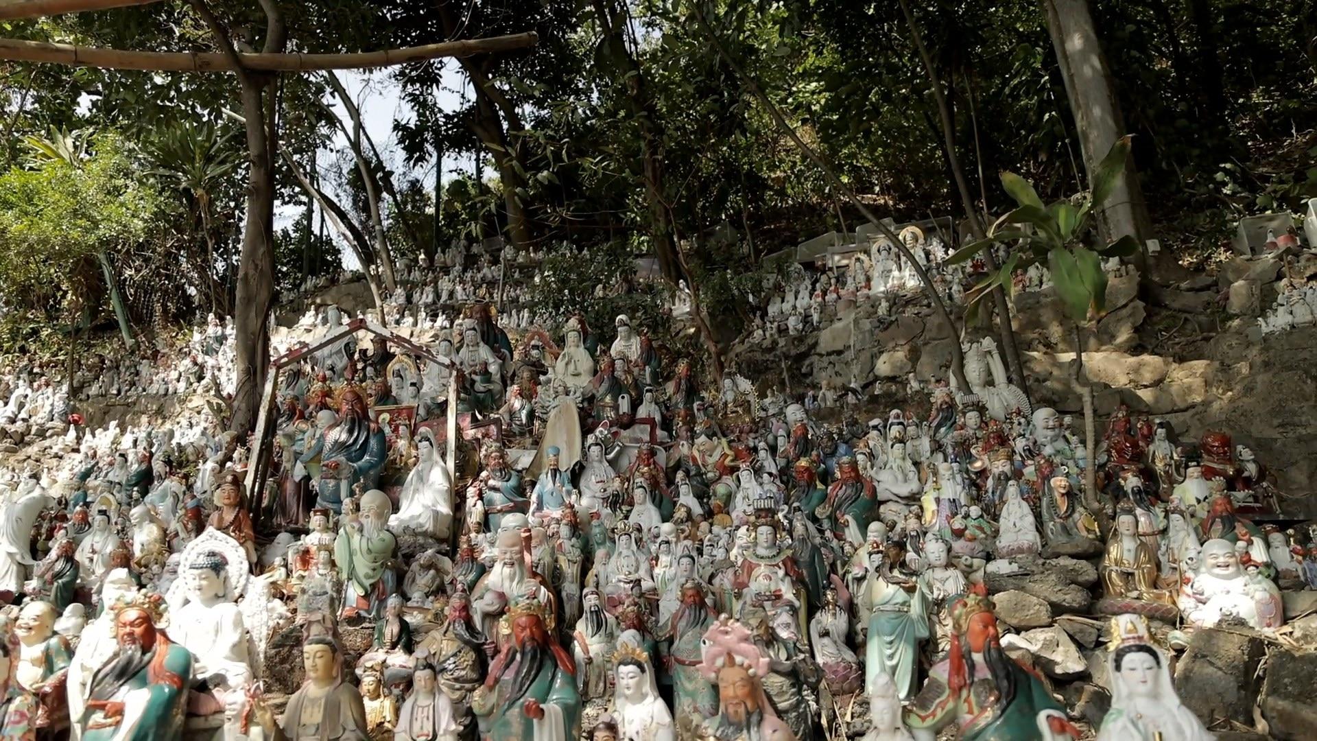 港人爱拜拜!8千个废弃神像有人自愿管 别人的墓也照拜