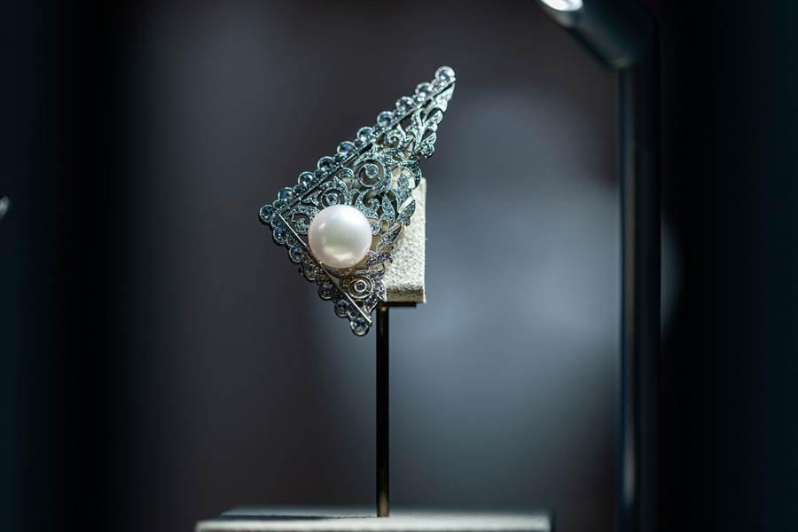迪丽热巴戴MIKIMOTO珍珠入浴   雪肌爆乳性感破表